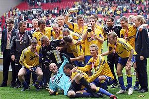 John Faxe Jensen, assistenttr�ner (Br�ndby IF), Mads J�rgensen (Br�ndby IF), Ruben Bagger (Br�ndby IF), Asbj�rn Sennels (Br�ndby IF), Casper Ankergren (Br�ndby IF), Dan Anton Johansen (Br�ndby IF), Sebastian Sv�rd (Br�ndby IF), Jonas Kamper (Br�ndby IF), Thomas Kahlenberg (Br�ndby IF), Martin Retov (Br�ndby IF), Johan Elmander (Br�ndby IF)