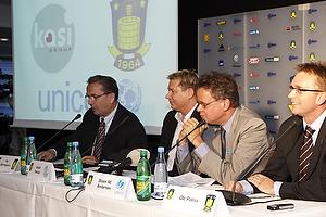 Per Bjerregaard, formand (Br�ndby IF), Jesper Nielsen (Kasi), Steen M. Andersen (Unicef), Ole Palm�, adm. direkt�r (Br�ndby IF)