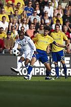 Stefan Gislason, anf�rer (Br�ndby IF), Atiba Hutchinson (FC K�benhavn)