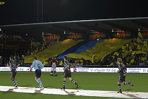 Br�ndbyfans med tifo, Stefan Gislason (Br�ndby IF), Stephan Andersen (Br�ndby IF), Thomas Rasmussen (Br�ndby IF), Anders Randrup (Br�ndby IF), Ousman Jallow (Br�ndby IF)