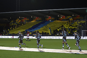 Br�ndbyfans med tifo, Anders Randrup (Br�ndby IF), Ousman Jallow (Br�ndby IF), Mikkel Bischoff (Br�ndby IF)