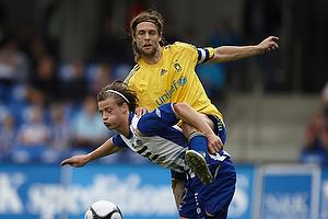 Max von Schlebr�gge, anf�rer (Br�ndby IF), Jesper Lange (Esbjerg fB)
