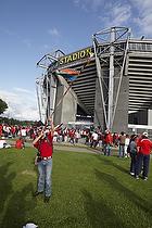 Chilenske fodboldfans foran Br�ndby Stadion