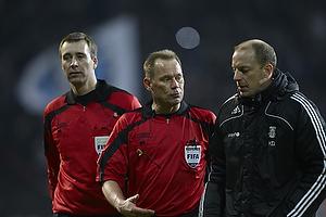Claus Bo Larsen, dommer, Kim Daugaard, assistenttr�ner (Br�ndby IF)