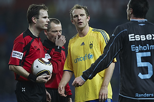 Remco van der Schaaf (Br�ndby IF), Michael Johansen, dommer