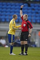 Claus Bo Larsen, dommer med advarsel tilSamuel Holm�n (Br�ndby IF)
