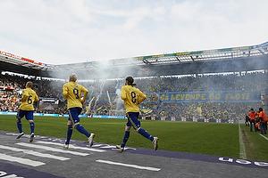 Tifo p� Faxetribunen, Alexander Farnerud (Br�ndby IF), Mikael Nilsson (Br�ndby IF)