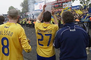 Br�ndbyspillerne jubler med br�ndbyfans, Jan Kristiansen (Br�ndby IF), Mikael Nilsson (Br�ndby IF)