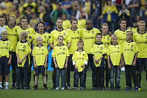 Nicolaj Agger (Br�ndby IF), Mike Jensen (Br�ndby IF), Thomas Rasmussen (Br�ndby IF), Mikael Nilsson (Br�ndby IF), Ousman Jallow (Br�ndby IF), Michael Krohn-Dehli (Br�ndby IF), Daniel Wass (Br�ndby IF), Jan Kristiansen (Br�ndby IF) med Br�ndby Kids