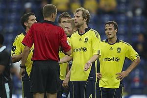 Remco van der Schaaf (Br�ndby IF), Lars Christoffersen, dommer, Mike Jensen (Br�ndby IF), Jan Kristiansen (Br�ndby IF)