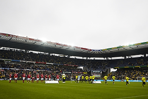 Spillerne l�ber ind p� Br�ndby Stadion