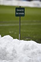Gr�sset m� ikke betr�des - skilt i snebunke