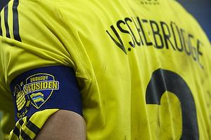 Anf�rerbindet med logoerne for Br�ndby IF og Sydsiden, Max von Schlebr�gge, anf�rer (Br�ndby IF)