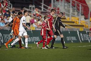 Andreas Bjelland, anf�rer (FC Nordsj�lland), Jesper Hansen (FC Nordsj�lland), Karim Zaza (Aab)