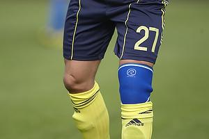 Jan Kristiansen (Br�ndby IF) med forbinding om kn�et