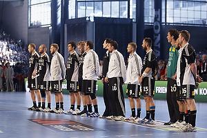 Hele Bjerringbro-Silkeborg holdet til nationalsang i Parken