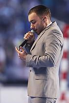 Joey Moe synger nationalsang i Parken