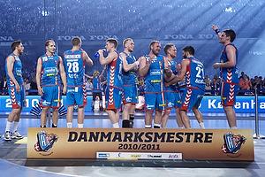 AGK-spillerne klar til at modtage medaljer og pokal