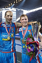 Cristian Malmagro (AG K�benhavn) og Mikkel Saad (AG K�benhavn) med blomster og pokal