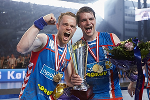 Snorri Gudj�nsson (AG K�benhavn), Arn�r Atlason (AG K�benhavn) med pokal