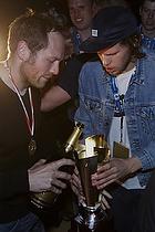 Kasper Hvidt (AG K�benhavn) h�lder champagne i pokalen som Mikkel Hansen (AG K�benhavn) holder