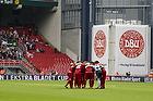 FC Nordsj�lland-spillerne i rundkreds