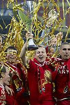 Nicolai Stokholm, anf�rer (FC Nordsj�lland) med pokalen, Rawez Lawan (FC Nordsj�lland), Andreas Laudrup (FC Nordsj�lland)