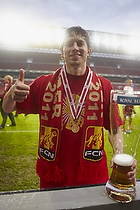 S�ren Christensen (FC Nordsj�lland) med pokalen