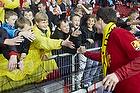 FCN-fans hilser p� Morten Nordstrand (FC Nordsj�lland)