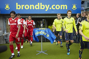Anders Randrup (Br�ndby IF), Daniel Stenderup (Br�ndby IF), Jens Larsen (Br�ndby IF) g�r p� banen.