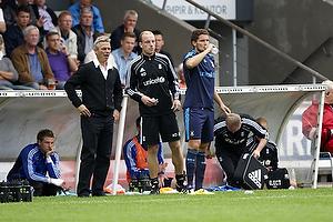 Henrik Jensen, cheftr�ner (Br�ndby IF) og Kim Daugaard, assistenttr�ner (Br�ndby IF) indskifter Jan Kristiansen (Br�ndby IF)