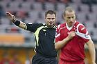 Henrik N. Kragh, dommer d�mmer frispark mod Nicolai Stokholm, anf�rer (FC Nordsj�lland)