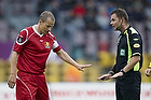 Henrik N. Kragh, dommer giver Nicolai Stokholm, anf�rer (FC Nordsj�lland) besked da han var for voldsom