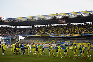 Spillerne fra SV Ried og Br�ndby IF g�r p� banen
