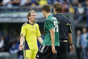 Michael Krohn-Dehli (Br�ndby IF) utilfreds med Thomas Kinhöfer, dommer