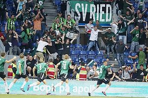 Spillerne fra SV Ried jubler med deres fans