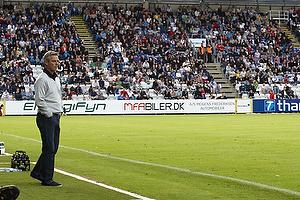 Henrik Jensen, cheftr�ner (Br�ndby IF) med m�ltavlen med 2-1
