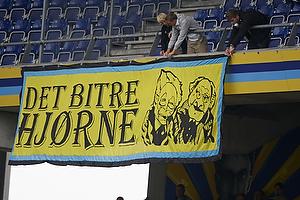 """Br�ndbyfans med banneret for """"Det bitre hj�rne"""""""