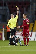 Mark Courtney, dommer giver advarsel til Nicolai Stokholm (FC Nordsj�lland)