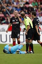 Kristian Bak Nielsen, anf�rer (FC Midtjylland), Claus Bo Larsen, dommer