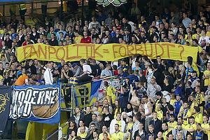 Fans p� Sydsiden med banner