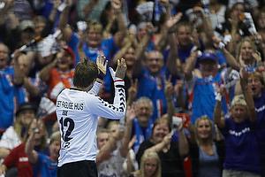 Steinar Ege (AG K�benhavn) klapper efter en redning til AGK-fans