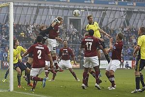 Dennis Cagara (Lyngby BK), Patrice Bernier (Lyngby BK), Rune Pedersen (Lyngby BK), Clarence Goodson, anf�rer (Br�ndby IF)