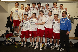 Glade spillere fra Ajax K�benhavn i omkl�dningsrummet