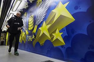Spillergangen til Br�ndbys omkl�dningsrum, Auri Skarbalius, cheftr�ner (Br�ndby IF)