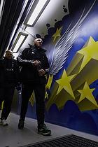 Spillergangen til Br�ndbys omkl�dningsrum, Auri Skarbalius, cheftr�ner (Br�ndby IF), Bent Christensen Arens�e, assistenttr�ner (Br�ndby IF)
