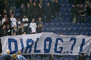 Agf-fans med banner der siger dialog?