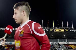 Matchvinder Mikkel Beckmann (FC Nordsj�lland) med resultatet p� m�ltavlen i baggrunden