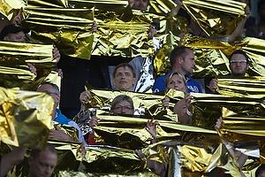 FCN-fans med guld tifo
