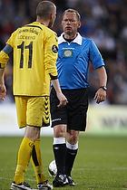 Claus Bo Larsen, dommer, Niels Lodberg, anf�rer (AC Horsens)